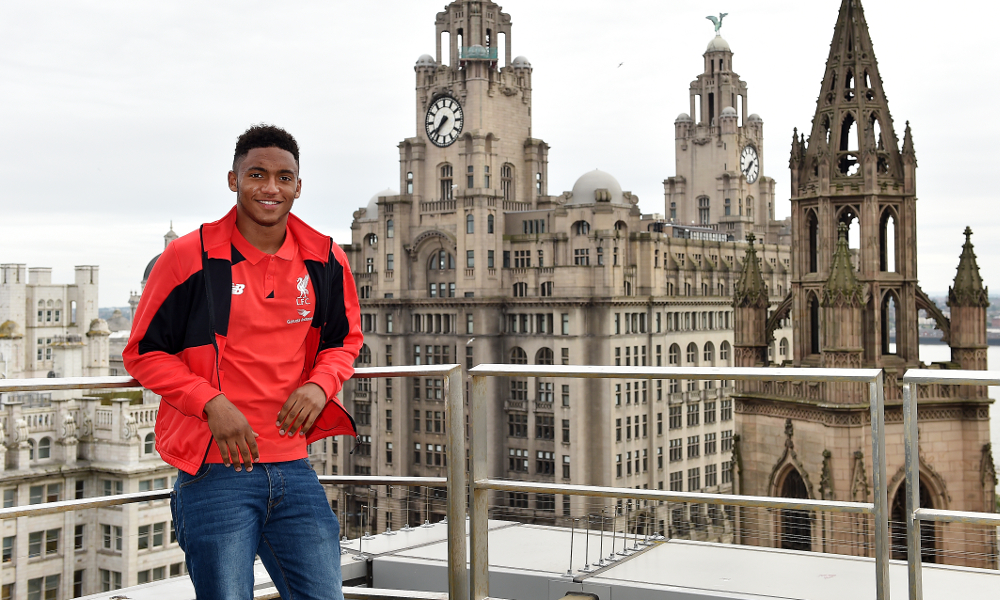 joe-gomez-signs-1
