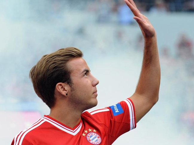 Gotze waving goodbye to Bayern fans?